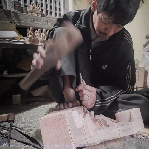 bouddha-statue-nepal-bois-haiku